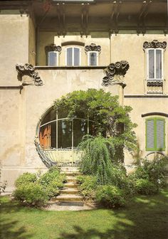 Villa Melchiorri , Ferrara viale Cavour 184 ; in stile  Liberty , progettata dall' ingegnere Ciro Contini , inaugurata nel 1904.