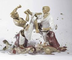 Photographer Martin Klimas freezes split-second moments in time.Through high-speed photography, Martin Klimas captures the split second a pair of porcelain figurines break and shatter on the ground Martin Klimas, Kung Fu, High Speed Photography, Art Photography, Motion Photography, Concept Photography, Inspiring Photography, Statues, Martial Arts