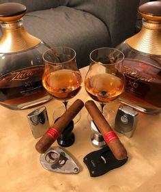 Good Whiskey, Cigars And Whiskey, Cuban Cigars, Wine Cocktails, Fun Drinks, Alcoholic Drinks, Life Tumblr, Cigar Art, Cigar Club