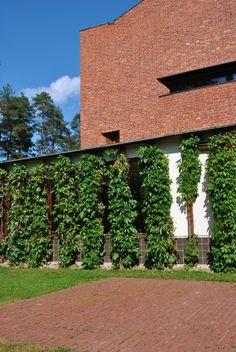 Alvar Aalto: Säynätsalo's Town Hall in Säynätsalo, Jyväskylä, Finland #architecture #arkkitehtuuri