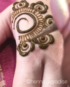 Simple Mehndi Designs Fingers, Pretty Henna Designs, Modern Henna Designs, Henna Tattoo Designs Simple, Floral Henna Designs, Finger Henna Designs, Beginner Henna Designs, Full Hand Mehndi Designs, Henna Art Designs