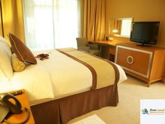 Grand Bellevue Hotel Apartment Mic dejun/Demipensiune, Dubai, UAE Bellevue Hotel, Hotel Apartment, Dubai Uae, Middle East, Bed, Table, Furniture, Home Decor, Decoration Home