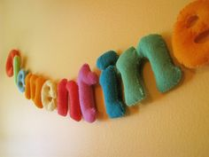 Felt Letter Garland by Made By Rae / Tutorial / Felt fabric Fabric Letters, Felt Letters, Diy Letters, Alphabet Letters, Wooden Letters, Felt Name Banner, Name Banners, Sewing Crafts, Sewing Projects