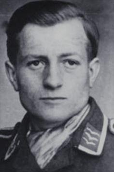 Feldwebel Peter Siegler (1920-1942), Ritterkreuz 03.11.1942 als Feldwebel und Flugzeugführer in der 3./Jagdgeschwader 54 ✠ 48 Luftsiege. Am 24 September 1942 über den Dockanlagen von Leningrad gefallen. Ritterkreuz postum verliehen.