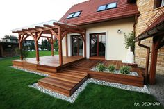 Taras Ogrodowy z podestem - montaż Wrocław woj. dolnośl… na Stylowi. Deck With Pergola, Backyard Pergola, Backyard Landscaping, Pergola Kits, Small Backyard Decks, Patio Decks, Decks And Porches, Pergola Ideas, Ideas Terraza