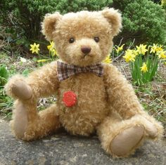 Theo is made of sparse and distressed, blond mohair and wears a checked bow tie. He has amber and black safety eyes, a brown stitched nose, felt paw pads and is traditionally stuffed with wood shavings. Love Bear, Teddy Bears, Panda, Animals, Animales, Animaux, Teddybear, Pandas, Animais
