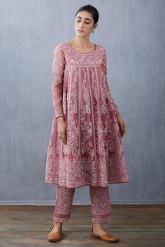 Simple Kurti Designs, Kurti Neck Designs, Kurta Designs Women, Kurti Designs Party Wear, Stylish Blouse Design, Stylish Dress Designs, Stylish Dresses, Indian Wedding Outfits, Indian Outfits