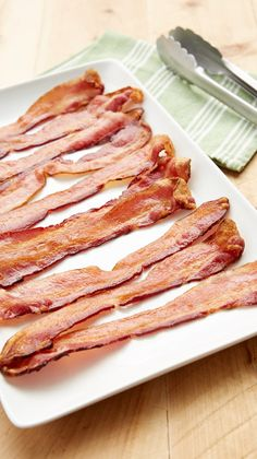 How to Cook Bacon in the Oven - The no-fuss, no-mess hack that every bacon lover needs to know. Cooking Bacon, Oven Cooking, Cooking Tips, Cooking Recipes, Cooking Games, Cooking Quotes, Cooking Light, Cooking Classes, Breakfast Dishes