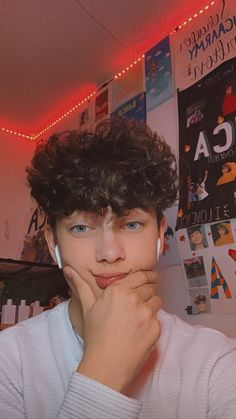 Cute Teenage Boys, Bad Boys, Mens Photoshoot Poses, Boys With Curly Hair, Relationship Goals Pictures, Bad Girl Aesthetic, Boy Pictures, Angeles, Future Boyfriend