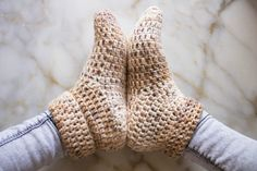 Quick Crochet Slippers - free pattern at My Accessory Box. Easy Crochet Slippers, Crochet Slipper Boots, Crochet Socks Pattern, Knit Crochet, Crochet Patterns, Slipper Socks, Quick Crochet, Unique Crochet, Double Crochet