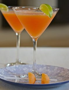 I love Cantaloupe Martinis! Use premium quality vodka for the best martini. Party Drinks, Fun Drinks, Alcoholic Drinks, Beverages, Martinis, Martini Recipes, Cocktail Recipes, Summer Cocktails, Cocktail Drinks