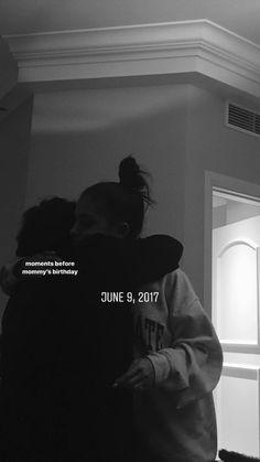 Oh my god my bday is on June omgg omgg 😭😭😭😭😭😭😭😻😻😻😻😻 Ariana Grande Today, Ariana Grande Selfie, Ariana Grande Outfits, Ariana Grande Photos, Ariana Grande Smiling, Ariana Grande Birthday, Ariana Instagram, Instagram 2017, Story Instagram