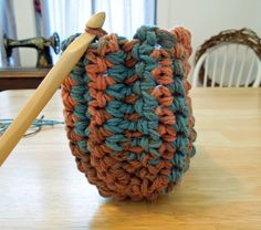 Works up quickly because it uses two strands of yarn held together! Easy Crochet Slippers, Crochet Slipper Boots, Crochet Mittens, Crochet Gifts, Free Crochet, Felted Slippers, Crochet Things, Slipper Socks, Crochet Ideas