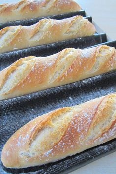 Ma baguette maison parfaite made with flour is best), water, salt, yeast and sourdough liquid. Make the day before and refrigerate. Cooking Bread, Cooking Chef, Cooking Recipes, Cuisine Diverse, Bread And Pastries, Bread Recipes, Tapas, Food To Make, Brunch