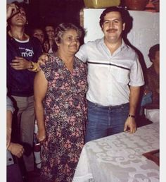 Pablo escobar Pablo Emilio Escobar, Mafia, Colombian Drug Lord, Manolo Escobar, Mobsters, Military Insignia, Money Laundering, Gangsters, Warriors