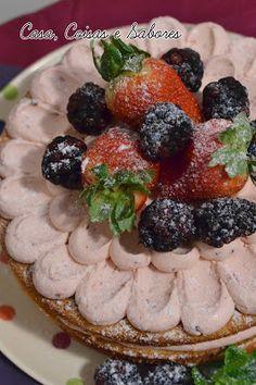 Naked cake com frutas vermelhas / Berries naked cake