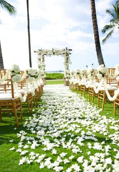 Swooning over this romantic wedding aisle at the Four Seasons Hualalai in Hawaii