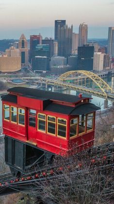 Pittsburgh, Pennsylvania Cable Car to Top of Mount Washington