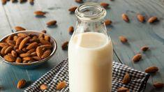 Mandelmilch ist lecker, nahrhaft, komplett pflanzlich – und nicht nur im Reformhaus verfügbar. Hier ein schnelles Rezept zum Selbermachen.