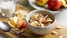 Der basische und vegane Frühstücksbrei enthält Äpfel, Bananen und Karotten. Dieses Frühstück hält Sie lange satt und schmeckt ausgezeichnet. Breakfast Porridge, Detox Breakfast, Breakfast Buffet, Health Breakfast, Vegan Breakfast Recipes, Breakfast Bowls, Vegan Recipes, Vegan Food, Healthy Detox