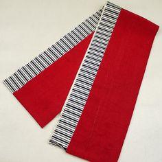 Red, Silk hanhaba obi / 少々難あり/ご自宅用に。【半幅帯】正絹/赤色地/白色/黒色/片寄せ縞柄/単衣 【リサイクル着物 きもの リサイクル アンティーク 通販 中古 古着】http://www.rakuten.co.jp/aiyama #Kimono #Japan #aiyamamotoya