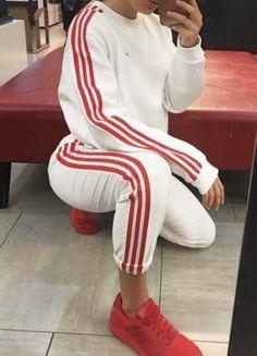 http://www.80scasualclassics.co.uk/hoodies-sweatshirts-c23/adidas-originals-mdn-sweatshirt-white-p8733 and