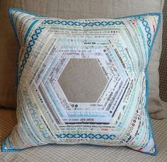 Selvage pillow with linen. Made like a patchwork cushion in a modern style and machine quilted. Patchwork Cushion, Quilted Pillow, Quilting Projects, Quilting Designs, Hexagon Quilt, Hexagon Patchwork, String Quilts, Log Cabin Quilts, Sewing Pillows