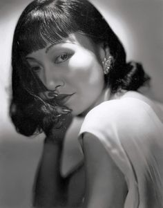 Beautiful Anna May Wong, the first Asian-American movie star. Portrait by George Hurrell, 1938 Classic Hollywood, Old Hollywood, Hollywood Glamour, Asian American Actresses, San Pedro Garza Garcia, La Sainte Bible, Anna May, George Hurrell, Collections Photography