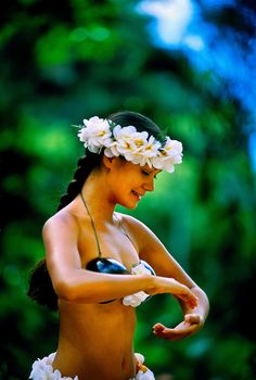 Hawaii - Hula Dancer, Waimea Falls Park, Waimea Bay, north shore of Oahu, Hawaii USA Waimea Falls, Waimea Bay, Hawaiian Dancers, Hawaiian Art, Hawaiian Phrases, Hawaiian People, Polynesian Dance, Polynesian Culture, Hawaii Hula