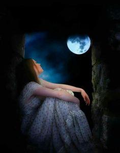 Beautiful Moon Images, Beautiful Fantasy Art, Beautiful Nature Wallpaper, Moonlight Photography, Moon Photography, Alone Girl Pic, Fantasy Magic, Lovely Girl Image, Cute Girl Wallpaper