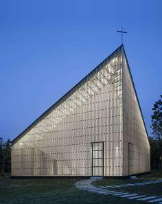 Das neueste Bauwerk des chinesischen Architekturbüros AZL Architects heißt Nanjing Wanjing Garden Chapel und liegt im östlichen China im Inneren