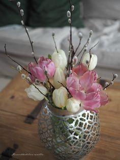 Mansikkatilan mailla: Luovuutta ja käsillä tekemisen iloa Vase, Plants, Inspiration, Ideas, Home Decor, Biblical Inspiration, Decoration Home, Room Decor, Plant