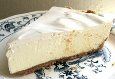 Low Carb Cheesecake aka Mom's Cheese Pie, from Linda's Low Carb recipes. Sugar Free Cheesecake, Low Carb Cheesecake, Sugar Free Desserts, Sugar Free Recipes, Cheesecake Recipes, Dessert Recipes, Classic Cheesecake, Keto Desserts, Low Carb Deserts
