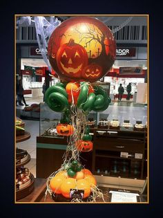 Superbe Colonne citrouille en ballons de Bruno Monjal !   #qualatex #ballon #bubble #halloween #citrouille