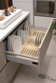 13 DIY Ideas for Kitchen Storage – diy kitchen decor ideas Kitchen Room Design, Kitchen Cabinet Design, Modern Kitchen Design, Home Decor Kitchen, Interior Design Kitchen, Kitchen Furniture, Home Design, Home Kitchens, Furniture Design
