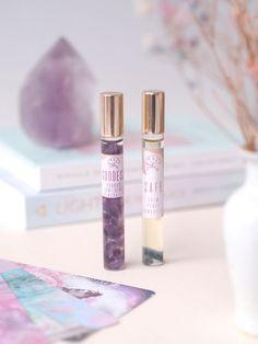 Tutustu suomalaisiin aromaterapeuttisiin tuoksuöljyihin joiden sisällä on iki-ihania kristallihippuja! Lipstick, House, Beauty, Lipsticks, Home, Haus, Beauty Illustration, Houses