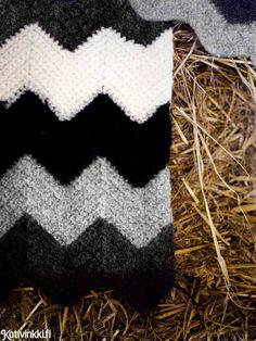 Virkkaa ja huovuta kaunis siksak-matto. Knit Crochet, Throw Pillows, Crafty, Blanket, Knitting, Sewing, Diy, Crocheting, Do It Yourself