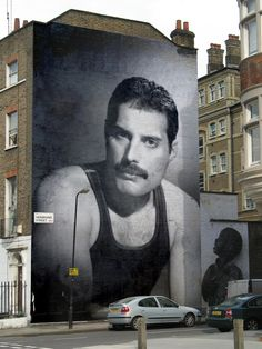 The current trend for feature walls has increased commissions for muralists in the UK. A large hand-painted mural can be designed on a specific theme, incorporate personal images and elements and may be altered during the course of painting it. London.