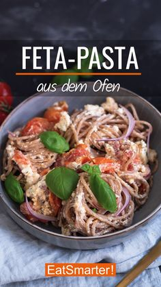 Das Trend-Rezept kommt von den Social Media Kanälen direkt auf deinen Teller. Unglaublich lecker, cremig, saftig. Das müsst ihr probieren!   EAT SMARTER #rezept #feta #pasta Healthy Soup Recipes, Diet Recipes, Vegetarian Recipes, Pizza Snacks, Feta Pasta, Eat Smarter, Soul Food, Food Videos, Clean Eating