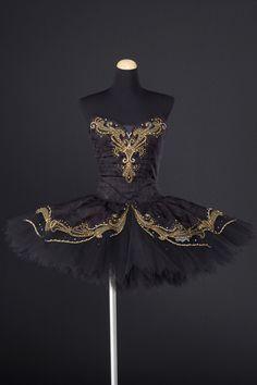 No information on this tutu - it is beautiful Tutu Ballet, Ballerina Costume, Ballet Costumes, Dance Outfits, Dance Dresses, Dress Outfits, Beautiful Costumes, Beautiful Dresses, Ballet Fashion