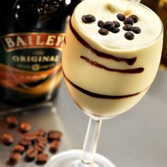 ✯ Frozen Mudslide: 2 oz vodka, 2 oz Kahlua, coffee liqueur, 2 oz Bailey's Irish cream, 6 oz vanilla ice cream. Blend alcohol with ice-cream ✯
