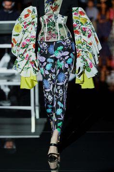 Schiaparelli Fall 2019 Couture Fashion Show - Vogue Trendy Fashion, Fashion Show, Fashion Looks, Womens Fashion, Fashion Trends, Vogue Paris, Couture Collection, Mannequins, Couture Fashion