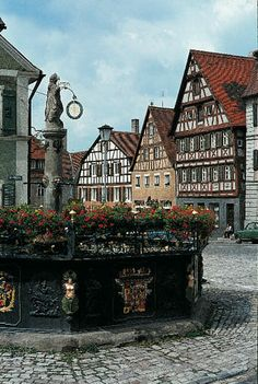 http://gogermany.about.com/od/picturesofgermany/ig/Photos-of-the-Romantic-Road/Medieval-Town-Square.htm