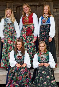 Indulgy - Everyone deserves a perfect world! Folk Fashion, Ethnic Fashion, Folk Costume, Costumes, Norwegian Vikings, Alaska, Historical Clothing, Scandinavian Style, Traditional Dresses