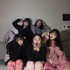 5 Best Friends, Korean Best Friends, Cute Friends, Best Friend Goals, Friends Girls, Best Friend Pictures, Bff Pictures, Friend Photos, Mode Ulzzang