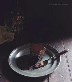 Dark Chocolate Baileys Mud Cake - Une Gamine dans la Cuisine