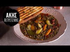 Φακές σούπα από τον Άκη Πετρετζίκη. Μία θρεπτική, παραδοσιακή και εύκολη σούπα με φακές και λαχανικά γεμάτη βιταμίνες ιδανική για τα παιδιά σας! Δοκιμάστε τη Healthy Soup, Healthy Cooking, Cooking Recipes, Traditional Greek Moussaka Recipe, Appetizer Recipes, Salad Recipes, Soup Recipes, Recipies, Making Potato Salad