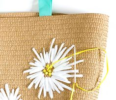 Effortlessly Make Your Handbags Complement Your Outfit Every Single Time - Best Fashion Tips Crochet Beach Bags, Crochet Tote, Crochet Handbags, Womens Beach Bag, Tote Bags For College, Diy Clothes Accessories, Diy Sac, Embroidery Bags, Fabric Manipulation