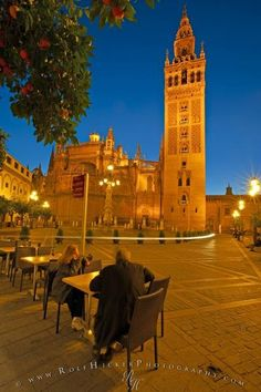 Seville Cathedral and La Giralda (bell tower/minaret), a UNESCO World Heritage Site, seen from the Plaza Virgen de los Reyes at dusk, Santa Cruz District, City of Sevilla (Seville), Province of Sevilla, Andalusia (Andalucia), Spain, Europe.