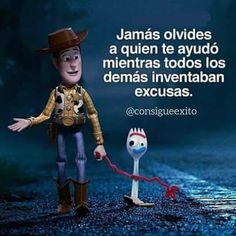 Inspirational Phrases, Motivational Phrases, Disney Love, Disney Magic, Sad Quotes, Life Quotes, Triste Disney, Disney Quotes, Spanish Quotes